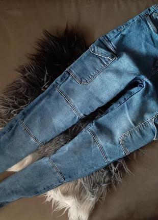 Трендовые джинсы карго с карманами