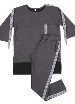 Стильный серый спортивный костюм комплект