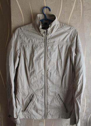 Привлекательная легкая курточка от популярного бренда в бежевом цвете napapijri