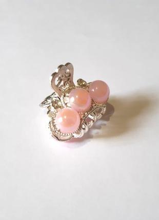 Металлический краб с нежно розовыми камушками