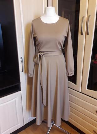 Очень красивое платье с юбкой полусолнце