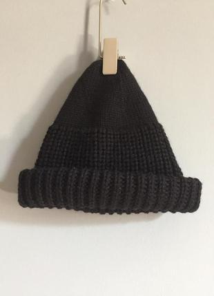 Чёрная вязаная шапка бини