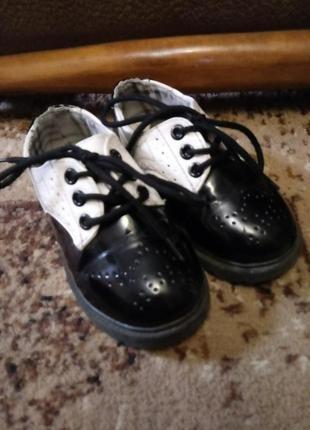 Лаковые туфли р25