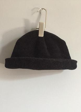 Чёрная вязаная шапка велюровая , двойная .