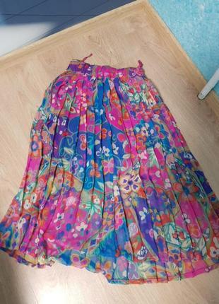 Цветная яркая плесерованная юбка