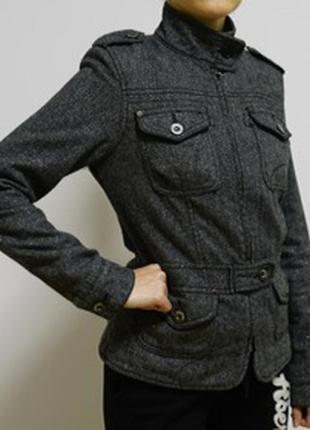 Теплая осенняя куртка с утеплителем. фирма castro.б/у. размер s. в отличном состоянии.