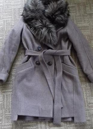 Пальто с натуральным мехом чернобурки