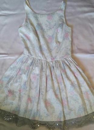 Оригинальное нарядное короткое платье river island с кружевом