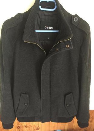 Черная короткая осенняя куртка