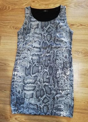 Стильное платье в пайетках змеиный принт