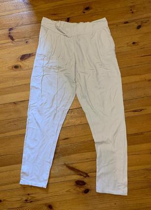 Белые легкие тканевые штаны/брюки