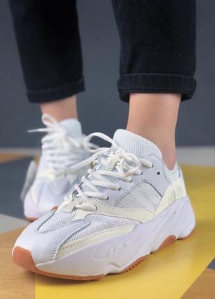 Шикарные кроссовки yeezy wave runner 700 white