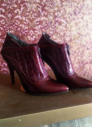 Аккуратные локовые ботиночки