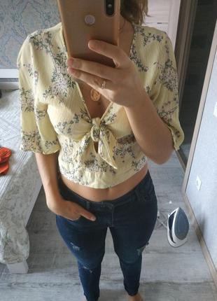 Красивая вискозная блуза тренд на завязках клешенные рукава