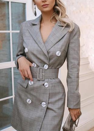 Серое женское платье-пиджак в клетку