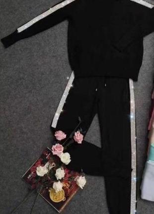Черный кашемировый костюм в камнях