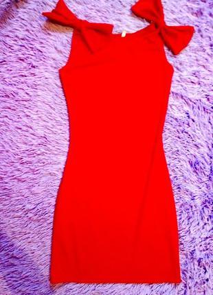 Красное платье бант