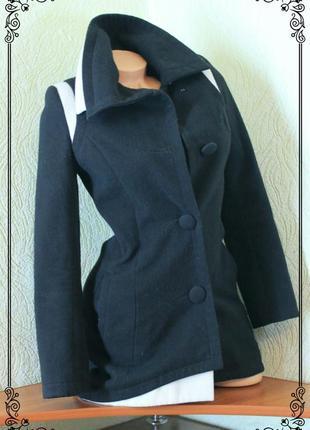 Стильное,уютное пальтишко с косым воротом и вставками,р.xs