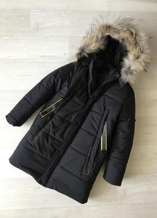 Зимняя куртка на мальчика, с натуральным мехом енота