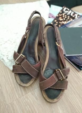 Фирменные туфли/босоножки/сандалии на танкетке