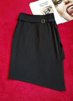 Чорна асиметрична юбка