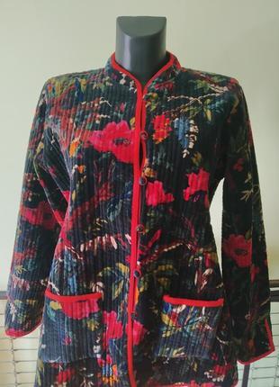 Шикарная бархатная стёганая курточка в яркий принт.