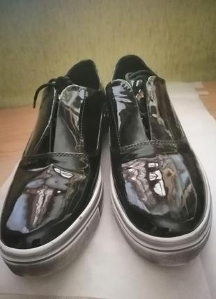 Лакированные кожаные туфли слипоны twenty two.