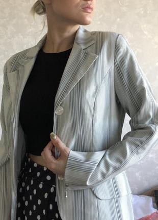 Офигенный пиджак прямиком из 00-х
