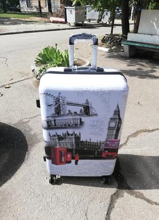 Пластиковый чемодан дорожный с аэрографией на 4х колёсах