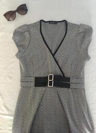 Платье на запах с ремнём