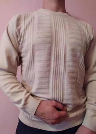 Бежевый мужской теплый свитер