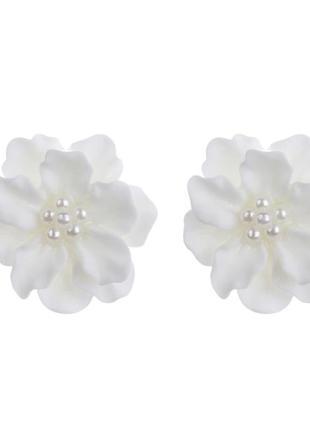 Красивые серьги пуссеты белые цветы с жемчугом