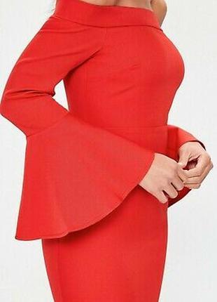Облегающее платье миди с открытыми плечами3 фото