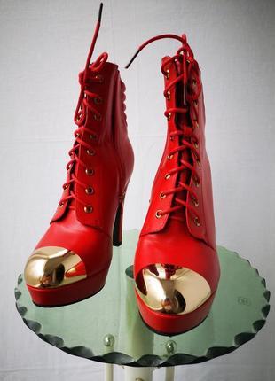 Красивые ботиночки на высоком каблуке