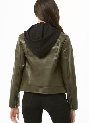 Классная кожаная куртка косуха цвета хаки со сьемным капюшоном5 фото