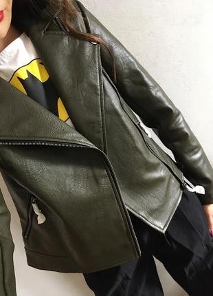 Классная кожаная куртка косуха цвета хаки со сьемным капюшоном2 фото