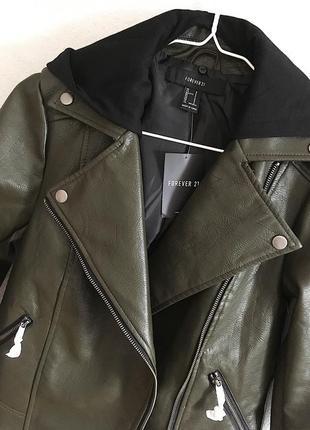 Классная кожаная куртка косуха цвета хаки со сьемным капюшоном1 фото