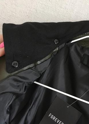 Классная кожаная куртка косуха цвета хаки со сьемным капюшоном10 фото