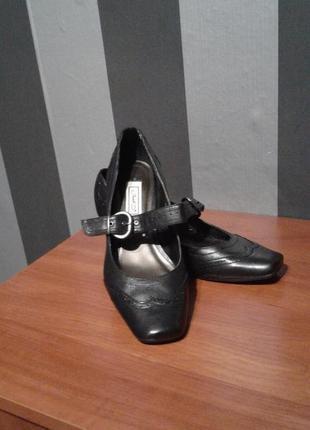 Черные кожаные туфельки janet, 39 р.