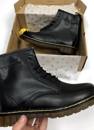 Женские черные демисезонные ботинки dr martens