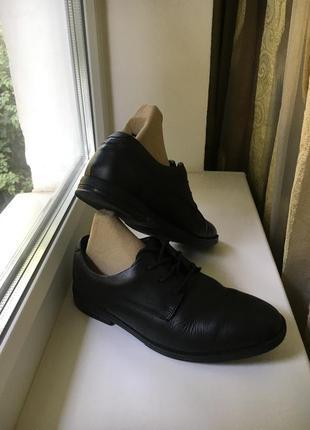 Кожаные закрытые туфли на шнурках