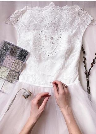 Нежное воздушное свадебное платье белого цвета