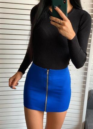 Синяя мини юбка на молнии спереди
