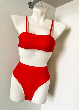 Женский яркий красный купальник с трусиками бразилиана на резинке бандо с чашками бретели