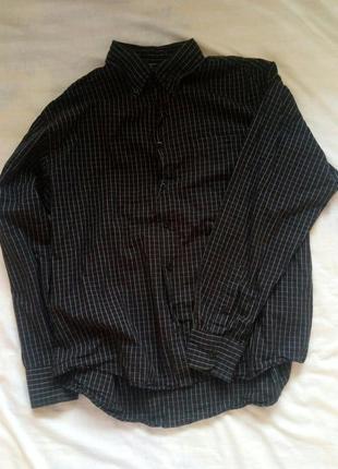 Базова чорна рубашка в клітинку