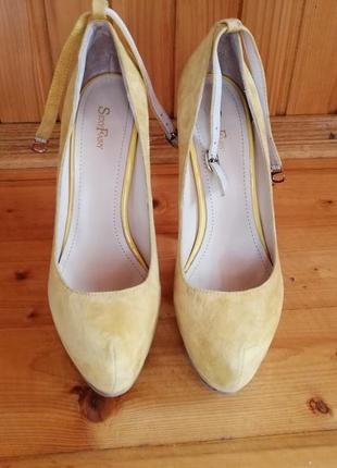 Замшеві туфлі на платформі