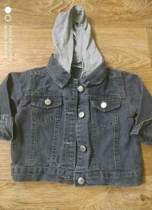 Детская джинсовая куртка на мальчика с трикотажным капюшоном/6 месяцев