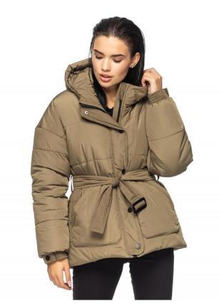 Стильный зимний объемный пуховик  куртка с поясом хаки