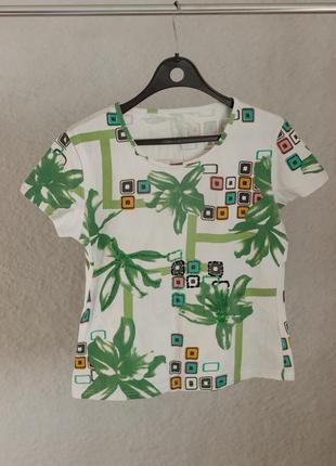 Белая абстрактная футболка