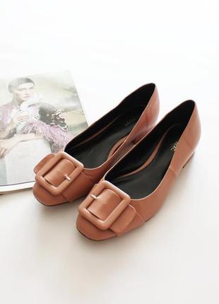 Актуальные туфли балетки с пряжкой пудра 39